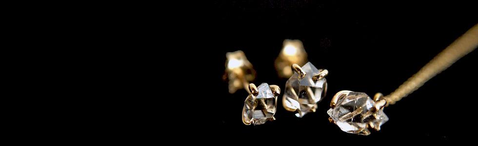 ハーキマーダイヤモンドクォーツ原石のアクセサリー