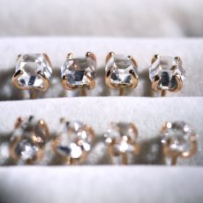 画像4: *TSUBOMI*ダイヤモンドクォーツ スタッドピアス 片耳ずつ選択 (4)