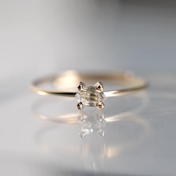 画像1: *TSUBOMI*小さなダイヤモンドクォーツ原石の蕾リング(細)(83) (1)